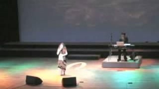 """詩吟ユニット""""xiè(シエ)"""" 九州公演より「古池や蛙飛び込む水の音」。詩..."""