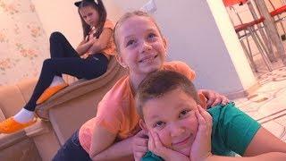 РОМА ОБНАГЛЕЛ и ПОЦЕЛОВАЛ Соню!! Даша РЕВНУЕТ ПОЦЕЛУЙ ДРУЖБА или ЛЮБОВЬ kids children super girl