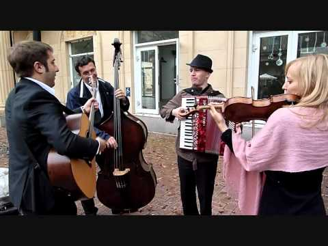 Globalization at its best with accordion, violin, double bass and guitar