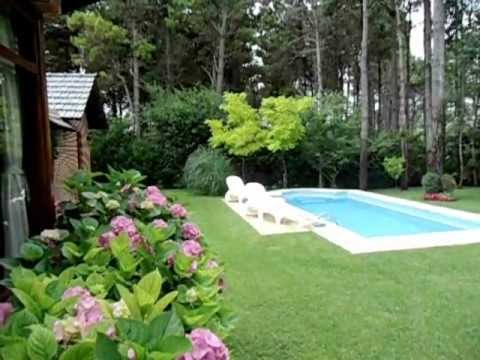 Chalet pinamar jard n con piscina youtube for Jardines con piscina