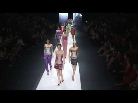 IKAT Indonesia - Jakarta Fashion Week 2013