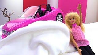 Машина для Барби потеряла управление. Новый год с куклами.