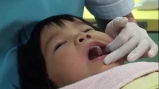 低年齢児へのフッ素塗布 いづち小児歯科 福岡市西区 thumbnail