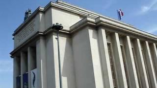 Вид на Эйфелеву башню от дворца Шайо, Париж.(Небольшое видео с видом на Эйфелеву башню с площади от дворца Шайо (съемка с экскурсионного автобуса). Подро..., 2009-12-07T23:50:26.000Z)