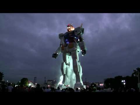 Real Scale GUNDAM in twilight Odaiba, Tokyo