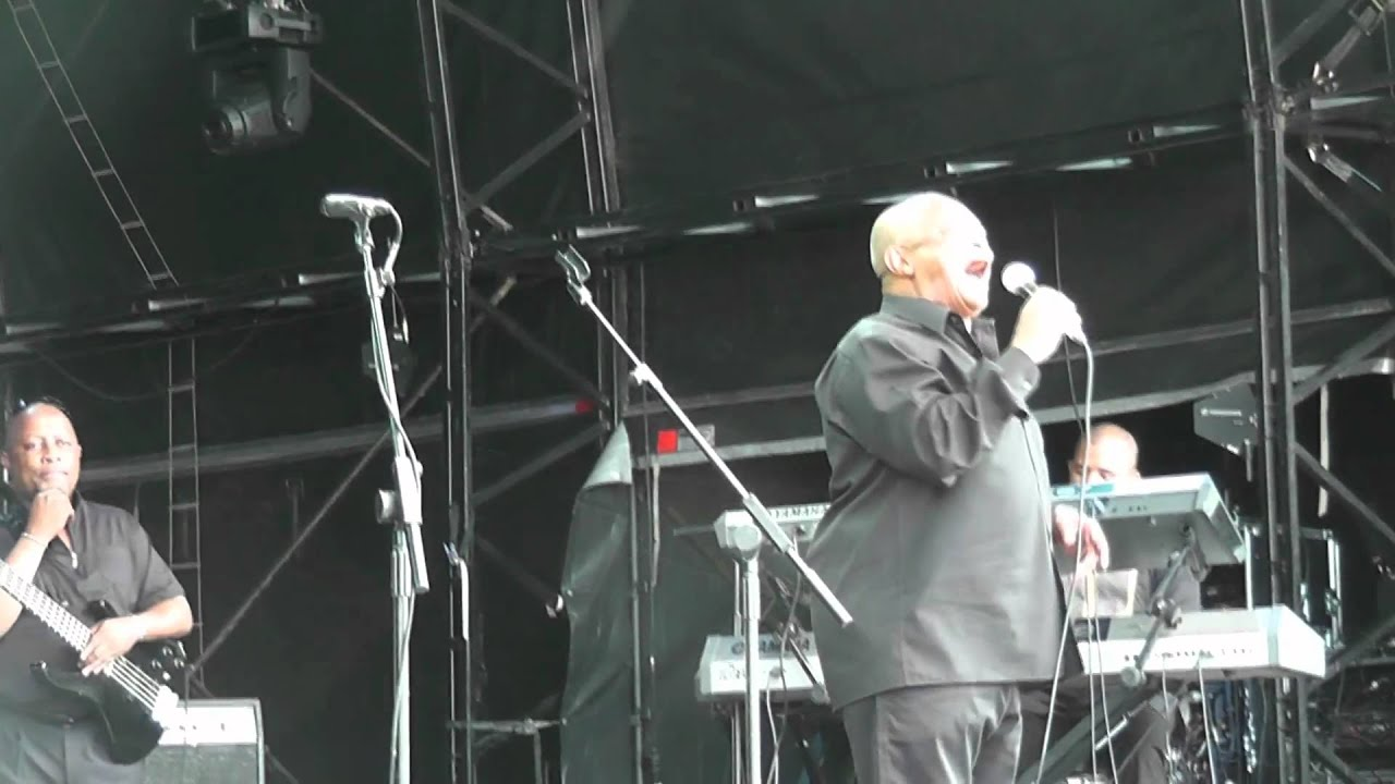 Hugh Masekela - Chileshe (live) - WOMAD 2012