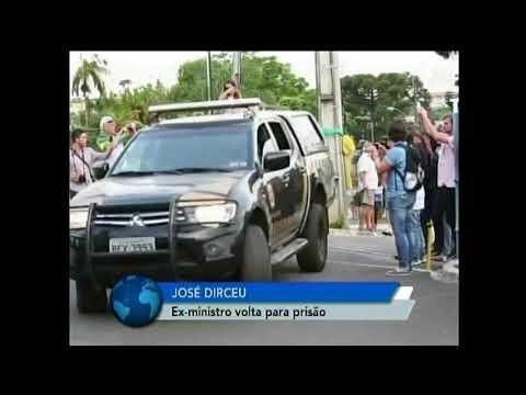 José Dirceu se entrega à Polícia Federal em Brasília