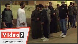 محمد صلاح يتلقى العزاء فى وفاة والد زوجته بالغربية