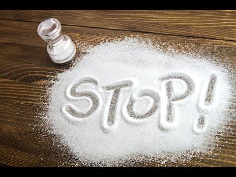 Рассыпать соль к... счастью.