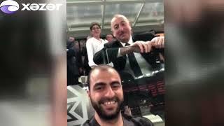 Prezident İlham Əliyev selfi çəkən gəncə kömək edib