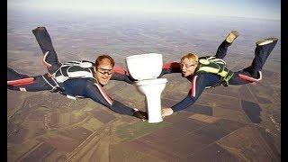 В России будут выдавать парашюты садящимся на унитаз