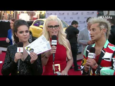 Jenny McCarthy Red Carpet Interview - AMAs 2015