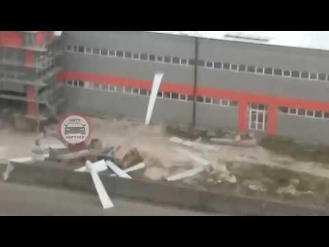 Из за ветра сорвало крышу в Симферополе
