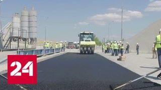 Первый слой дорожного покрытия начали укладывать на Крымский мост