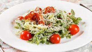 Салат из креветок и помидоров черри