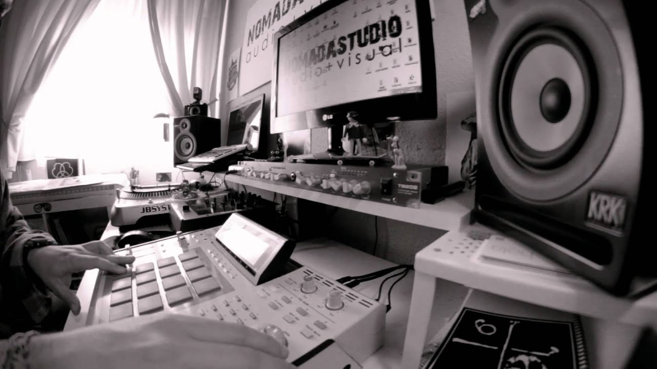 Beatmaking Boombap Akai Mpc 2500 Stricly Vinyl Youtube
