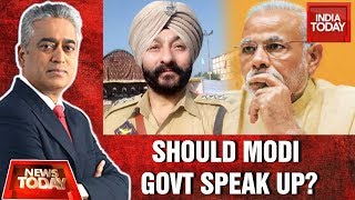 Why Modi Govt Not Speaking On DSP Davinder Singh's Arrest | NewsToday Debate