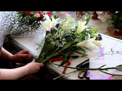"""Букет """"Венский вальс"""" от Flower-shop.ruиз YouTube · Длительность: 53 с  · Просмотры: более 1.000 · отправлено: 29.08.2010 · кем отправлено: Flower-shop.ru"""