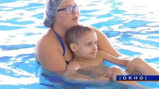 Урок плавания малышей с мамами