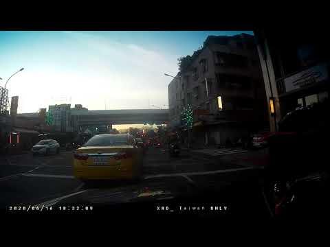 計程車TDE-0282號變換車道未依規定使用方向燈