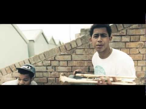 Клип Rizzle Kicks - Down With The Trumpets