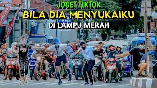 Download lagu JOGET TIKTOK BILA DIA MENYUKAIKU DI LAMPU MERAH.. NGAKAK PARAH