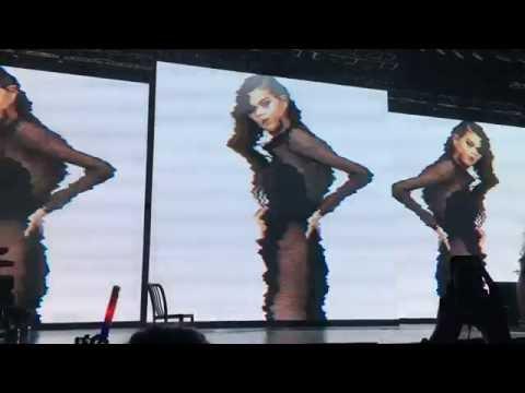 Selena Gomez - [Transition] The heart wants what it wants (Revival Tour Singapore)