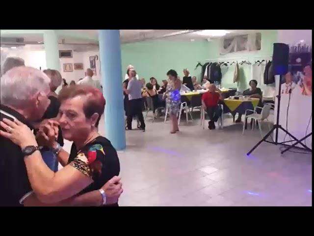 Roberto canta 'Una Catena' al Centro Sociale Gabelletta