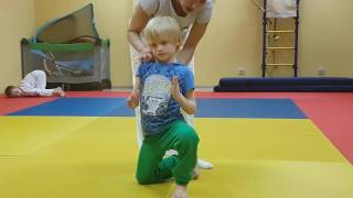 Передвижение на коленях вперёд. Обучение. Дети 5-7 лет