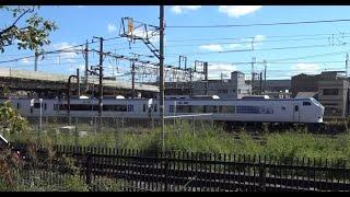 京都梅小路公園前を走行していく京都線下り関空特急はるか281系