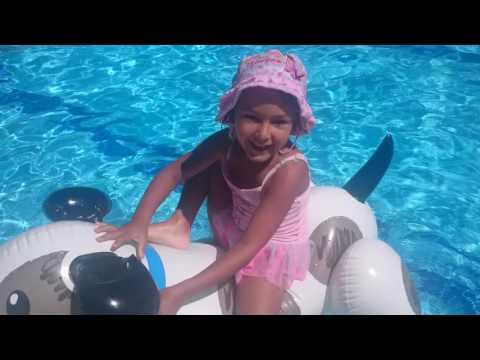 В бассейне видео тоже
