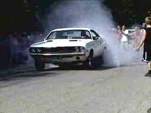 Mopar - 1970 Dodge Challenger burnout - YouTube