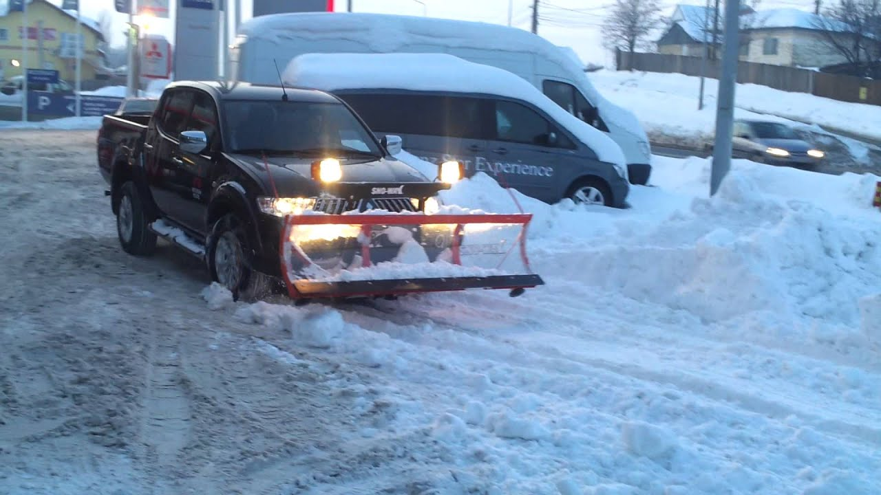 Mitsubishi L200 with snow plow - YouTube