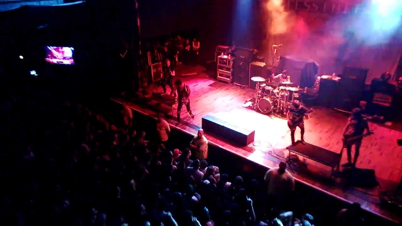 blessthefall house of blues houston 11/9/13 stage dive - youtube