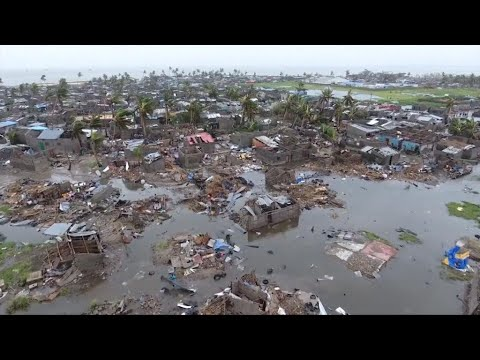 Eye on Africa - Victims of Cyclone Idai mourn as death toll rises