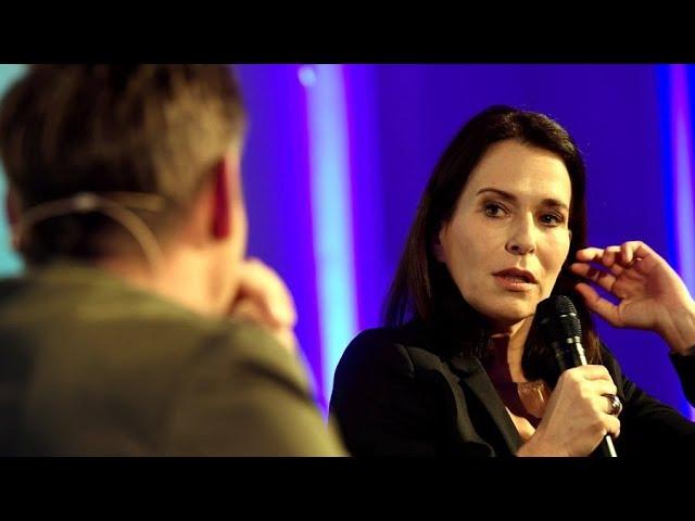 Anne Will über zwei streitende Ärzte aus ihrer letzten Talkshow, Kanzlerin Merkel und den FC Bayern