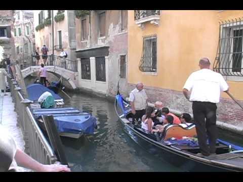 Venice: Gondolier sings