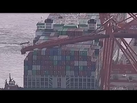 SHIP vs CRANE collision, Container Crane Breaks down into containers. No dead or injuries!