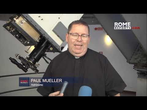 """Historias de la """"NASA"""" Vaticana: el mando de la Playstation y 4 religiosas"""