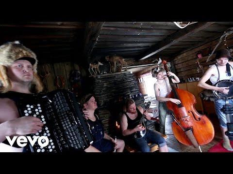 Steve 'n' Seagulls - Run To The Hills (Live)