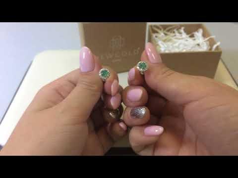 Серьги-пуссеты 790 из белого золота 585 пробы с изумрудами и бриллиантами