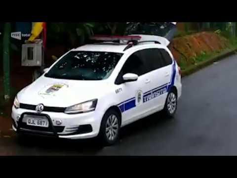 Vídeo que mostra guardas de trânsito com viatura em cruzamento repercute nas redes sociais