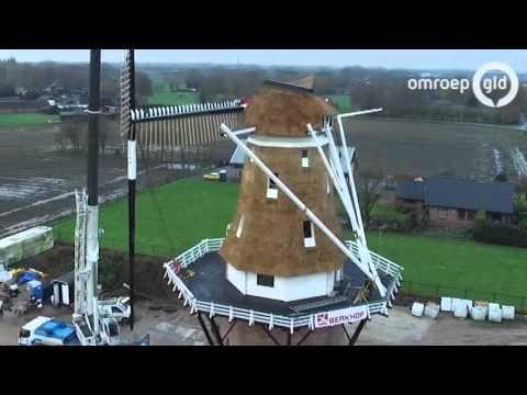 Vanuit de lucht: de wieken gaan op de Puurveense molen in Kootwijkerbroek
