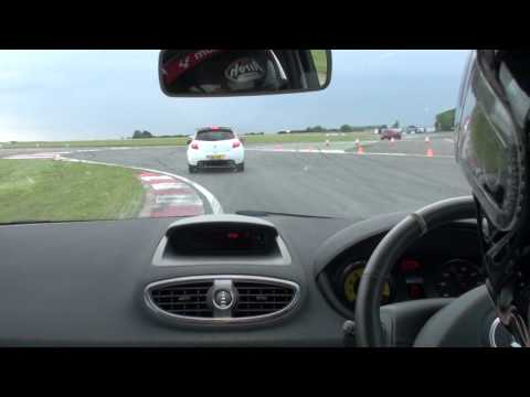 Clio 200 vs Clio 200 - Bedford Autodrome - South West Configuration - Renaultsport trackday