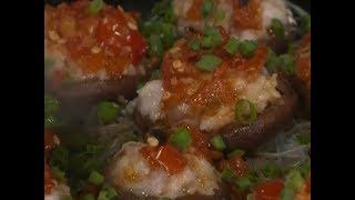 Cooking spicy pork-stuffed mushrooms | CCTV English