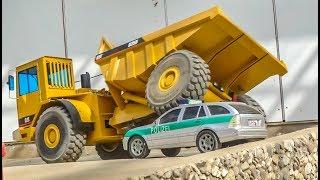RC Trucks, Machines and a CRASH of a new CATERPILLAR Truck!