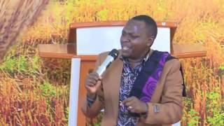 Chris Mwahangila - MUNGU NI MUNGU (Official Live Performance)