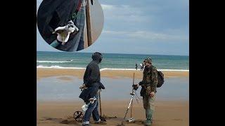 Как не уронить металлдетектор в воду во время пляжного поиска(Ответ на многочисленные вопросы тех, кто смотрит наши фото и видео с пляжного поиска. Надеюсь, что это нехит..., 2015-06-27T20:13:33.000Z)