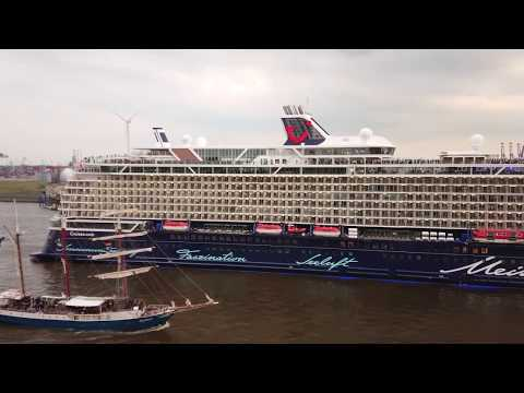 Mein Schiff 1 is sailing away by Hafengeburtstag Hamburg 2018 4K