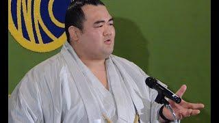 Kotoshogiku, Ozeki 初場所で初優勝を果たした琴奨菊関が会見し、記者の...